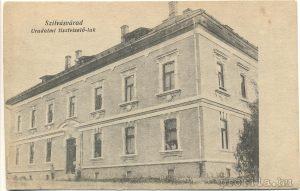 Uradalmi tisztviselő ház